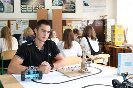В ялтинские школы продолжается поставка нового оборудования